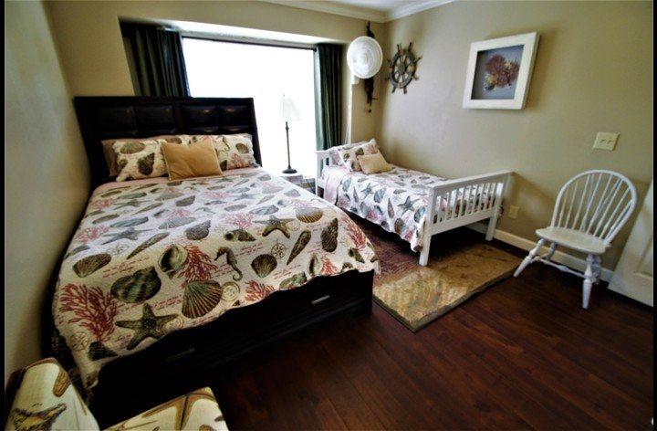 Second bedroom with queen and twin size bed for your loved ones
