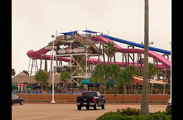 only one mile to Schlitterbahn water park