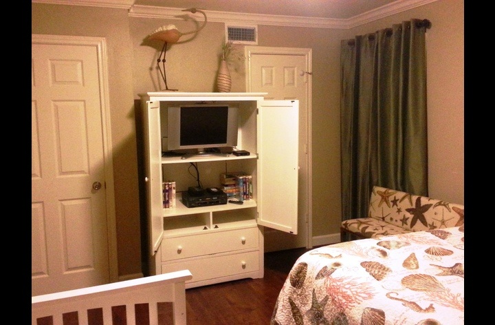 second bedroom with TV