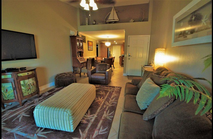 Spacious beach front condo rental with with queen size bed